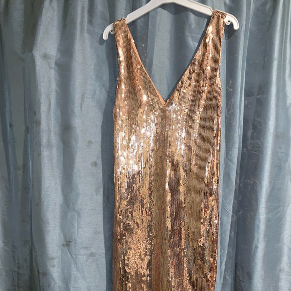 Dresses & Skirts - Gold sequin dress